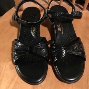 SAS Strippy Patent Leather Sandals Size 8 1/2 Slim